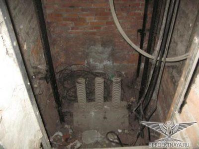 Фото 2. Приямок лифтовой шахты Замусоривание приямка