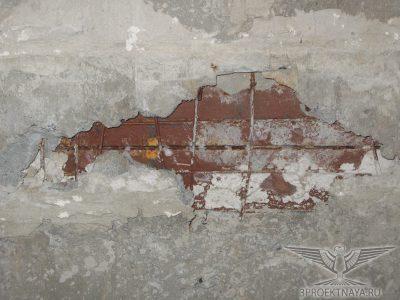 Фото 7. Металлическая балка перекрытия над 3-им этажом вблизи оси Г_1, фото из помещения 3-го этажа