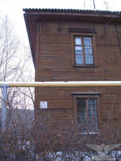 Фото В5. Наклоны и выпучивание стен на величину до 7,2 см