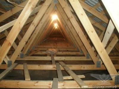 Рисунок 4.2. Конструкции крыш с деревянными фермами, элементы которых соединены металлическими зубчатыми пластинами.