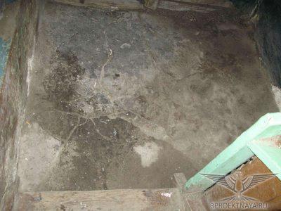 Фото В16. Разрушение пола входной группы, следы ремонта