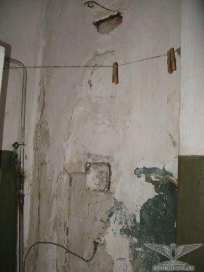 Фото В18. Сильные выпучивания и отклонения стенок печей от вертикали, трещины, раскрытием до 5 мм